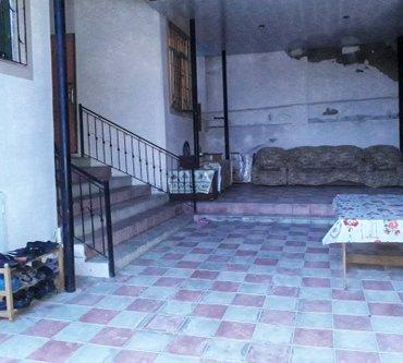 Bakı şəhərində Bineqedi qesebesinde 2 sotada tikilen 4 otaqli ev evin kvadrati 140 kv