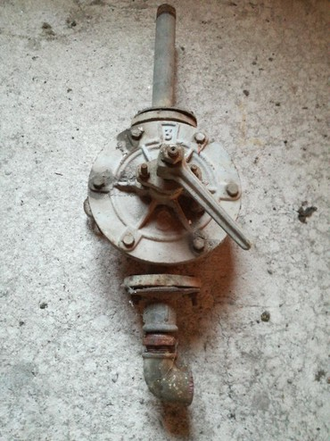 Rucna pumpa za izvlacenje vode iz camca pretakanje nafte benzina - Belgrade