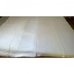 Λεπτό κουβερτάκι βαμβακερό αργαλειού. Αποτελείται από 3 φύλλα, ραμμένα