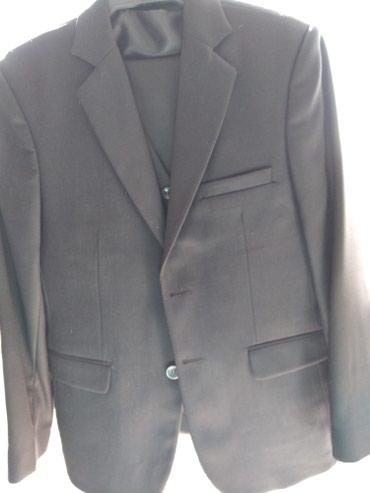 muzhskaja odezhda 40 h godov в Кыргызстан: Продаю классический костюм Новый! размер 40 качество отличное! цена