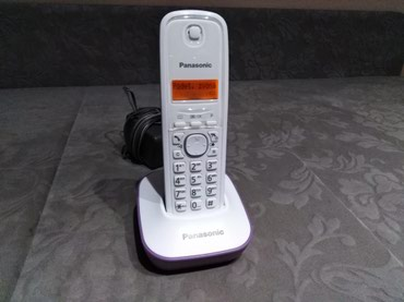 Prelep bezicni fiksni telefon ljubicasto-beli.. - Kraljevo
