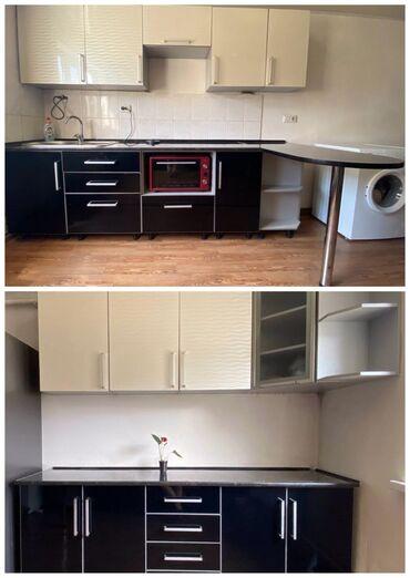Продаю кухонный гарнитур, длина 2,70 и 2,10м. Цвет жемчужный,черный