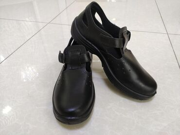 Мужская обувь - Кыргызстан: Кожаные сандалии со скидкой и другая кожаная спецобувь в наличии