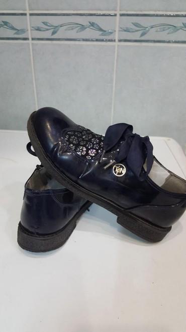 туфли зелёного цвета в Кыргызстан: Туфли на девочку. Размер 32. Цвет темно-синий. Состояние хорошее