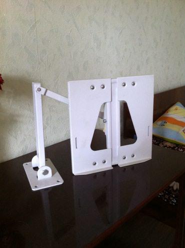 Продаю подставки для TV белый навесной и стеклянный черный настольный в Бишкек