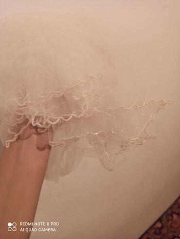 Продается б/у производство Россия Свадебные платья со шлейфом и без