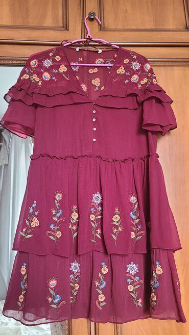 Продаю короткое платье с вышивкой Zara, размер S. Состояние идеальное