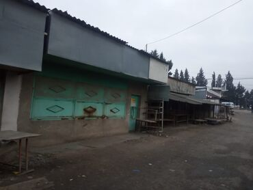 Daşınmaz əmlak Tovuzda: Tovuz Şəhər Mərkəzi Bazarda, ikinci girişdə (kənt yolu deyilən yerdə)
