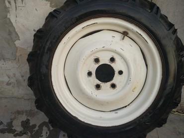 Шины и диски в Кемин: Диски, 2 штуки, с резиной и камерой, б/у, размер 8.3-20, на трактор