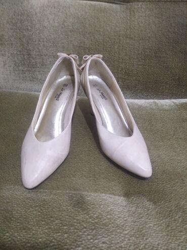 Туфли женские на каблуке 5 см 40 размер цвет бежевый-золотой