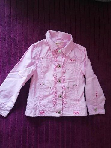 Dečija odeća i obuća - Sremska Kamenica: Prodajem C&A jaknicu za devojcice 110 velicina nezno roze boje