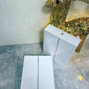 ipad 4 32gb cellular wifi в Кыргызстан: В продаже IPad 8 silver 2020 128gb WiFi . Новый, запечатанный, привозн
