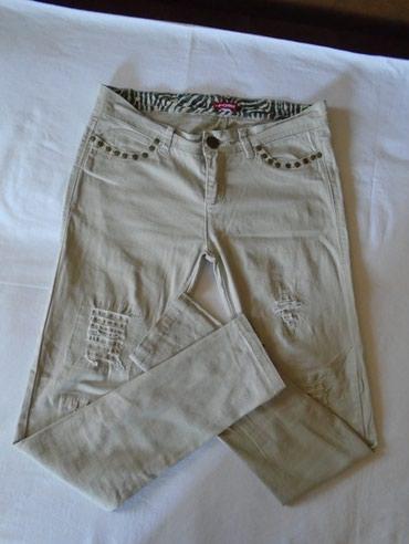 Atraktivne, cepane bež pantalone sa ziperom na nogavicama, dugim 26 - Belgrade