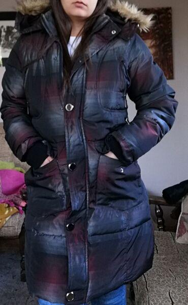 Odlicna zimska jakna postavljena L velicine, pasovala bi i za xl