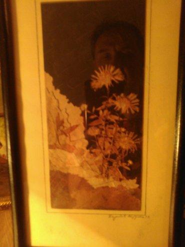 Slika od latica suvog cveca i lisca. Autorka ovog prelepog umetnickog  - Pancevo