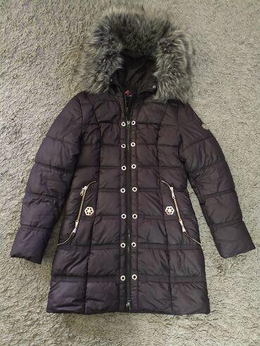 Куртка зимняя. Цвет черный. Меховой отворот на капюшоне. Размер S/M