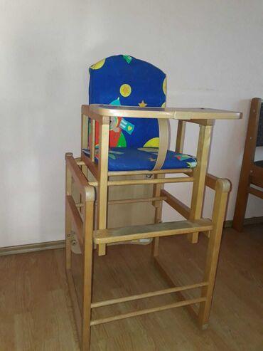 Stolica za hranjenje beba, moguce je pretvoriti i u stočić.Navlaku na