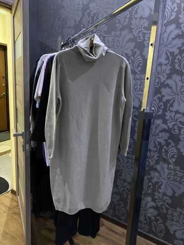 Платье обсолютно новое! Беж. Размер стандарт (до50 )Осталась одна. Цен
