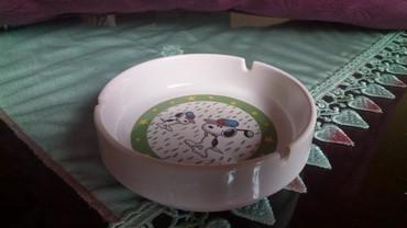 Porcelanska nova pepeljara...precnik..11,5...vis...3,5cm.. - Kraljevo