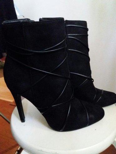 Ženska obuća | Rumenka: Nove crne gleznjace 38 broj. Nikada nosene,za vise informmacija