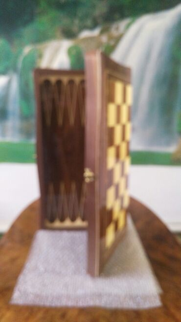 Шахматы - Кыргызстан: Шахматная доска (Нарды)