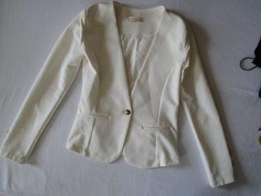 Stoji lepo - Srbija: Jako lep beli sako koji se lako kombinuje i potreban je svakoj