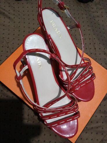 Prada sandale platforma  Broj 37 Nošene par puta Bez oštećenja