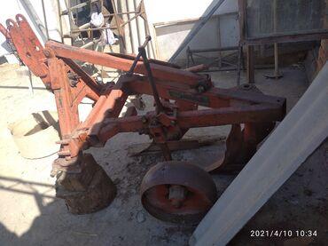 купить трактор т 25 бу в Кыргызстан: Продаю заводской 2 корпусной плуг.Для трактора Т-25,Т-40