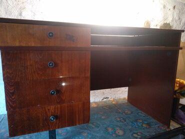 Тумбы в Кара-Балта: Продается письменный стол в г.Кара-Балта. торг уместен