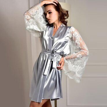 Элегантный халат с кружевными рукавами. Цвет- синий, белый