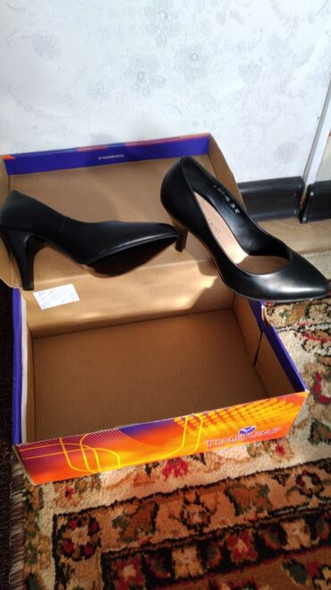 Туфли,каблук 8 смразмер 36, чёрного цвета Fabianiпроизводство