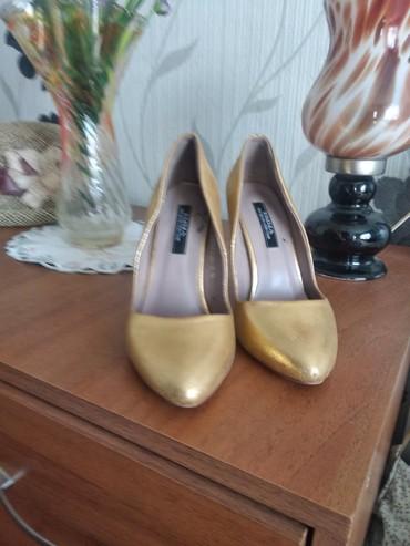 Женская обувь в Чолпон-Ата: Туфли фирмы Эмма,в хорошем состоянии,36 р. за 500 сом. золотого цвета