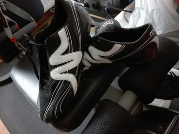 Ποδοσφαιρικά παπούτσια νούμερο 44,έχουν φορεθεί μια φορά στα 20€.  σε Piraeus