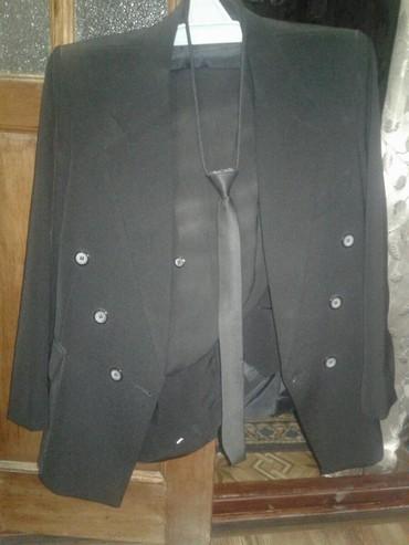 Мужская одежда в Беловодское: Срочно продается кастюм на подростко. одивали один раз реальному