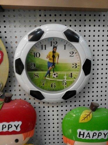 Bakı şəhərində Teze saat. Futbol hevaskarlari ucun gozel hediyye