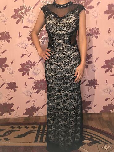 Платье размер S. Одевали 2раза. На рост 1,65-1.70