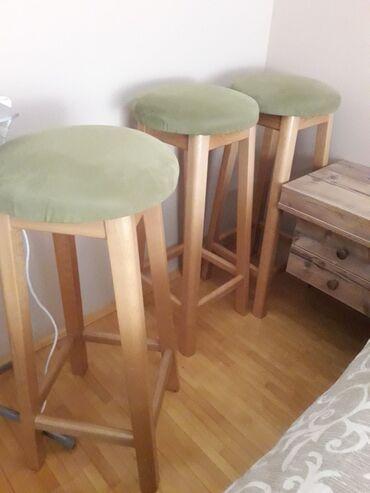 Prodajem 3 barske stolice, očuvane, u dobrom stanju. Cena se odnosi na