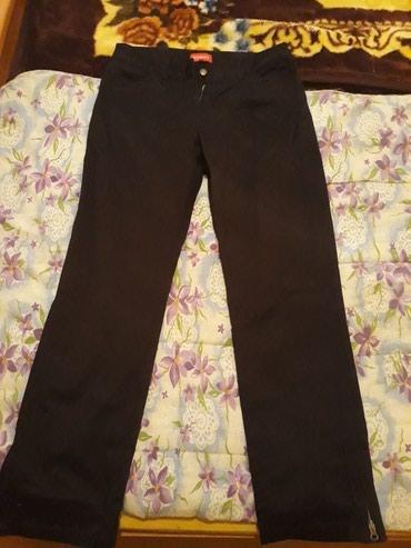 Crne pantalone nove s rajfislusom na nogavicama vel.38 - Petrovac na Mlavi