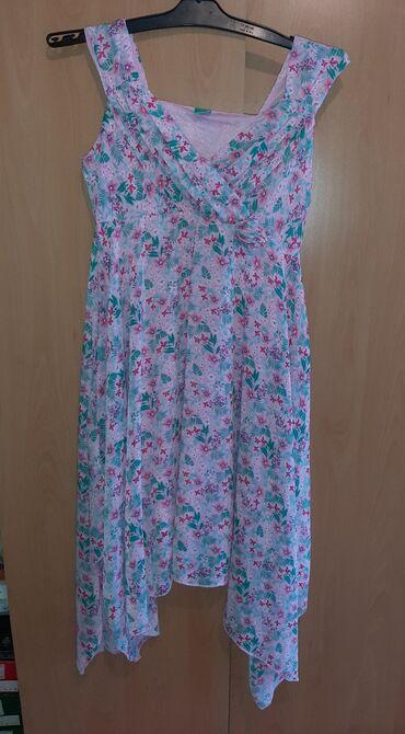 Haljine   Pozarevac: Asimetricna cvetna haljina je u extra stanju, vel M. Duzina