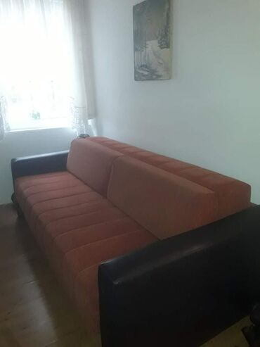 Prodajem simpov krevet na rasklapanje ima fioku za odlaganje