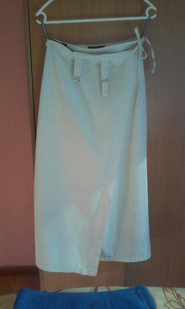 Prelepa suknja,obucena svega nekoliko puta,kvalitena i savrsena za - Vrnjacka Banja