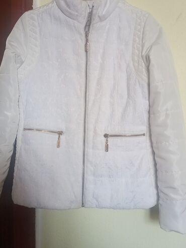 Продаю куртку весенняя, рост 140 см в отличном состоянии, красивая