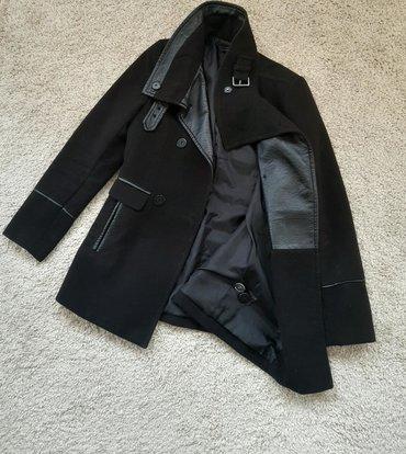 Kozne rukavice - Srbija: H i M kaput crni sa koznim detaljima. Strukiran, Rukavi takodje