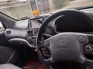 Toyota Raum 1.5 л. 2001