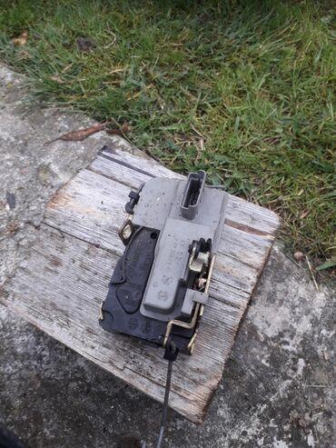Motorola bravo - Srbija: Brav desni vrata pežo 206