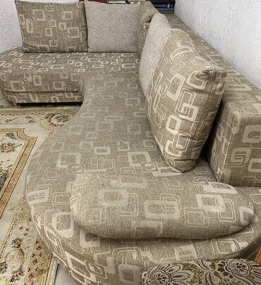 старенький диван в Кыргызстан: Продаю диван ! В хорошем состоянии торг уместен !