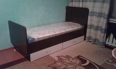 Продаю одна спальную кровать с выдвижными полками,отличная состояния в Каракол