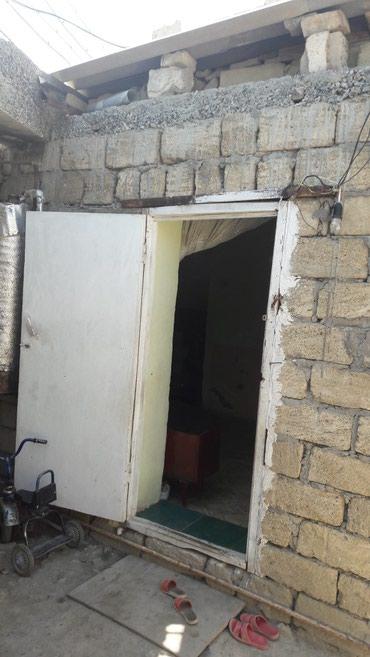 Xırdalan şəhərində Ev  2 yataq otağı,  kuxna, kalidor,həyəti 0,5 km2  ev sadə