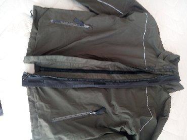 Muška odeća   Loznica: Lagana jaknica za prolece maslinaste boje sa duplum rajfesusom i cicak