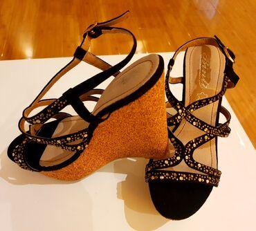 Zenske sandalice sa cirkonima, broj 38 (gaziste 25cm). Platforma